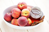 Peaches with honey and cinnamon — Stock Photo