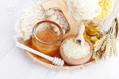 Relaxing honey bath — Stock Photo
