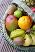 Fruits tropicaux frais — Photo