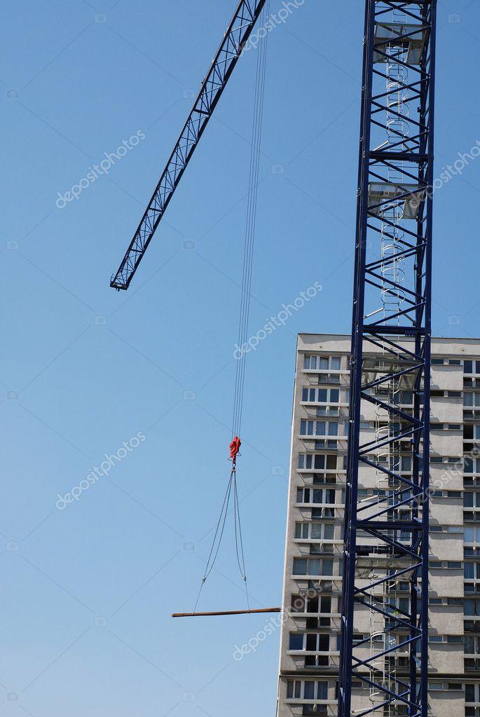 钢结构在建筑工地的吊车