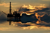 Illustration of oil platform on sea and sunset in background — Stock Photo