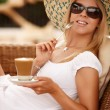 Atrractive woman enjpying coffee on a vacation — Stock Photo