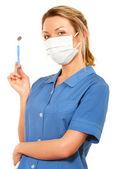 孤立した白い背景の上の若い魅力的な歯科看護師 — ストック写真