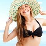 Girl a straw hat (medium format image) — Stock Photo