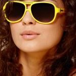 黄色眼镜的女人 — 图库照片
