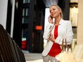 Mulher com telefone celular — Foto Stock