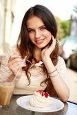 Meisje, drinken koffie — Stockfoto