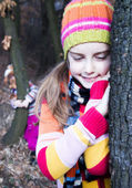 Little girl leaning on the tree. Spending a nice time in nature — Stock Photo