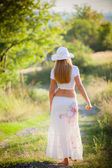 Young girl going on the way to rural areas — Stock Photo