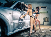 Models at the car wash in garage. Cross processing — Foto de Stock