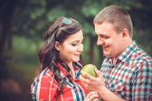 Pregnant woman eating apple — Stock Photo