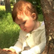 Baby in park — Stock Video #12548311
