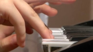 Child play at toy piano — Stock Video