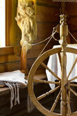 Vintage traditional spinning wheel, distaff with yarn in wooden — Stock Photo