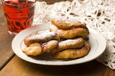 Dough with marmelade on wooden board — Stockfoto