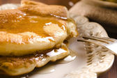 Pancakes with syrup — Stockfoto