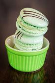 Pistachio flavoured macaroons — Stock Photo