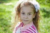 Porträtt av en söt ung flicka — Stockfoto