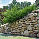 Stone wall. Landscape design — Stock Photo #40058323