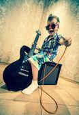 Menino com guitarra rock — Fotografia Stock
