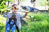 Muchacho niño en parque de aventura — ストック写真