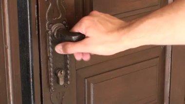 открыть и закрыть дверь — Стоковое видео