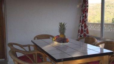 Frutas frescas na mesa — Vídeo Stock