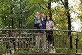 Rodziny w parku — Zdjęcie stockowe