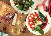 Vinho e salada — Foto Stock