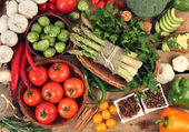 Tabel met voedsel — Stockfoto