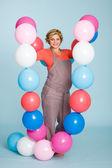 Kobieta w ciąży z balonów — Zdjęcie stockowe