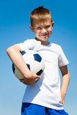 Chlapec s fotbalový míč. — Stock fotografie