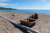 Wooden fishing boat on the sea shore. — Stock Photo