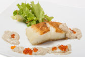 Fried halibut fillet with pepper sauce with salmon caviar — Stock Photo