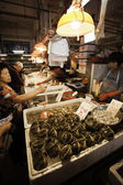Sellers of fish and buyers at the Fish Market in Macau — ストック写真