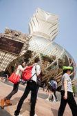 Tourists at the Grand Lisboa Casino in Macau — Stock Photo