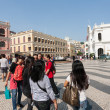 Tourists on the historic Senado Square in Macau — Stock Photo