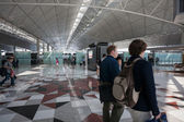Passengers at the airport in Hong Kong — Stockfoto