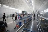 Passengers at the airport in Hong Kong — Stock Photo