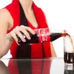 Girl pours a Coca-Cola into a glass — Stock Photo