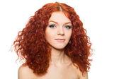 Schönes mädchen mit roten haaren. — Stockfoto