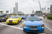 Taxi on the Esplanade Drive in Singapore — Stock Photo
