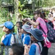 Pupils and teachers at the Singapore Zoo — Foto de Stock
