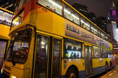 Double decker bus in Hong Kong night — Stock Photo
