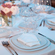 Elegant table setting for a wedding dinner — Stock Photo