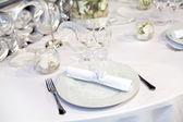 Elegant table setting for a wedding dinner — Stock Photo
