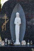 Statue of Virgin Mary on the grave — Stock Photo