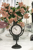 Antique clock and roses — Stock Photo