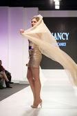 Fashion model in golden wedding dress — ストック写真