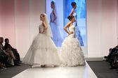 фотомодель в свадебном платье — Стоковое фото